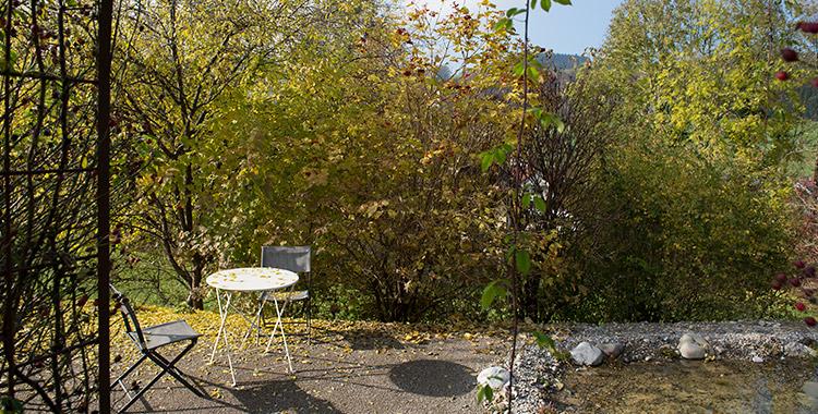 Privater naturgarten selbst geplant und gebaut for Weisses tischchen